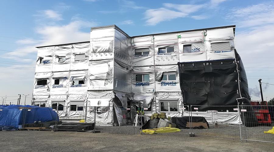 Trwają prace resztkowe modułowego budynku biurowego w Salzgitter