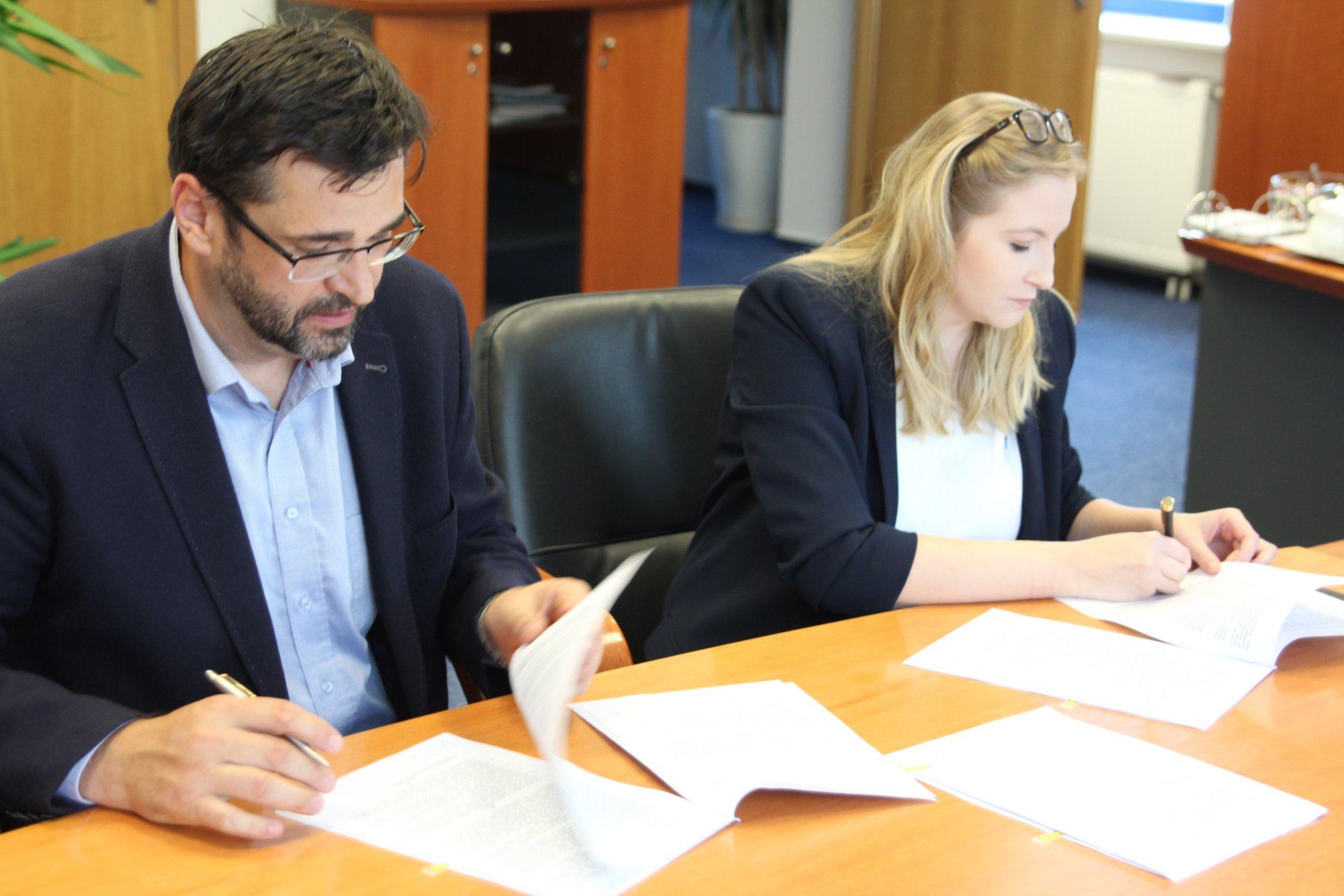 Podpisanie umowy na rozbudowę szkoły przy ul. Radarowej